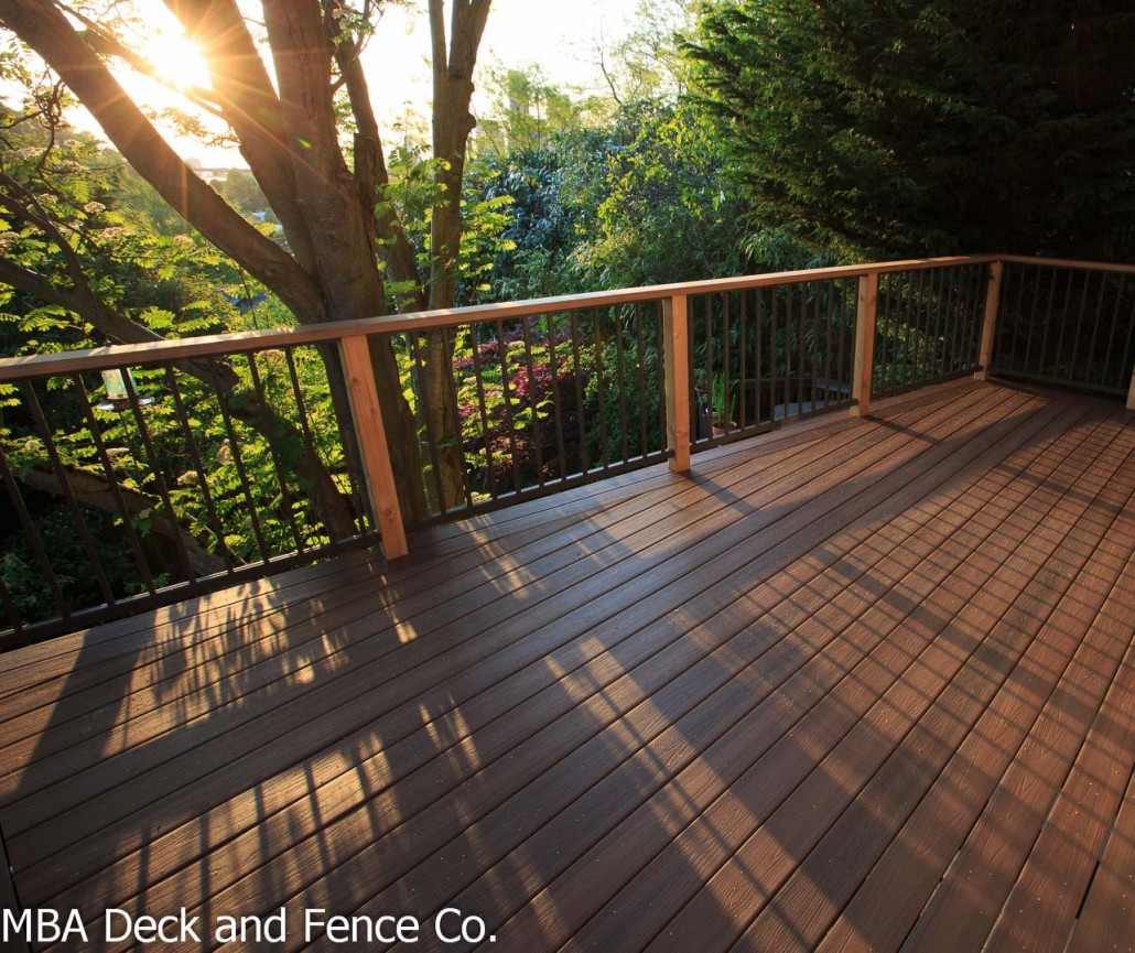 Fiberon Deck With An Aluminum And Cedar Railing